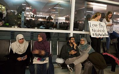 Protesters gather to denounce US President Donald Trump's executive order that bans certain immigration, at Dallas-Fort Worth International Airport, in Dallas, Texas January 28, 2017. (G. Morty Ortega/Getty Images/AFP)