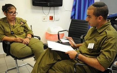 Illustrative. A mental health officer speaks with a soldier. (IDF Technology and Logistics Directorate)