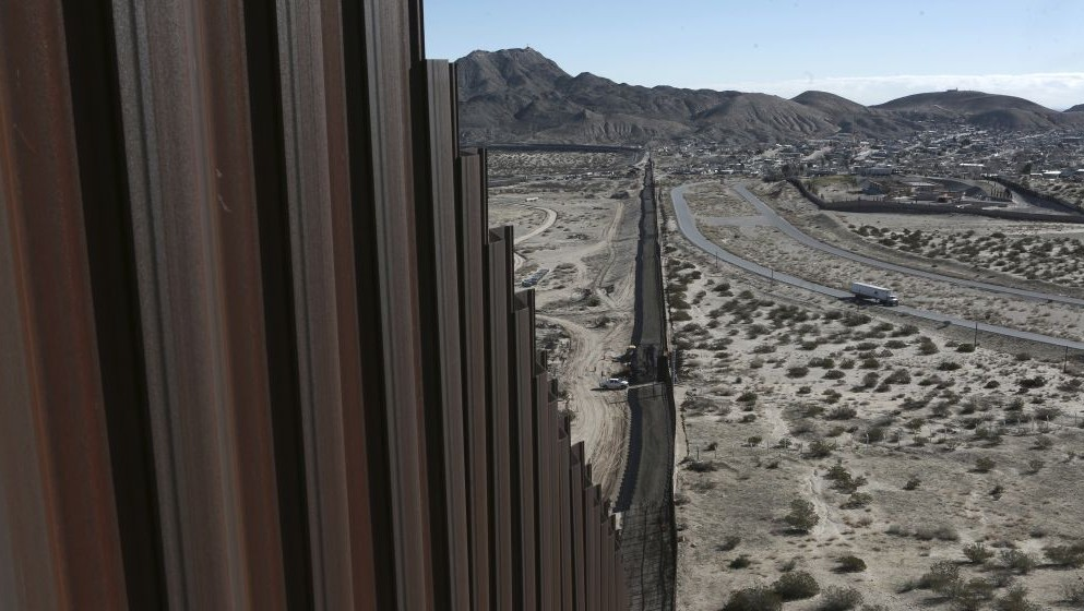 Israeli firm chosen to build protoype of US border wall with Mexico
