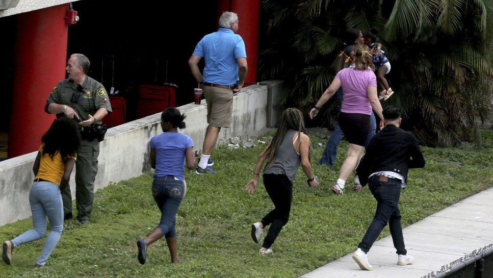 People flee the area outside the Fort Lauderdale-Hollywood International airport after a shooting took place Friday, Jan. 6, 2017 in Fort Lauderdale, Fla. (Mike Stocker/South Florida Sun-Sentinel via AP)