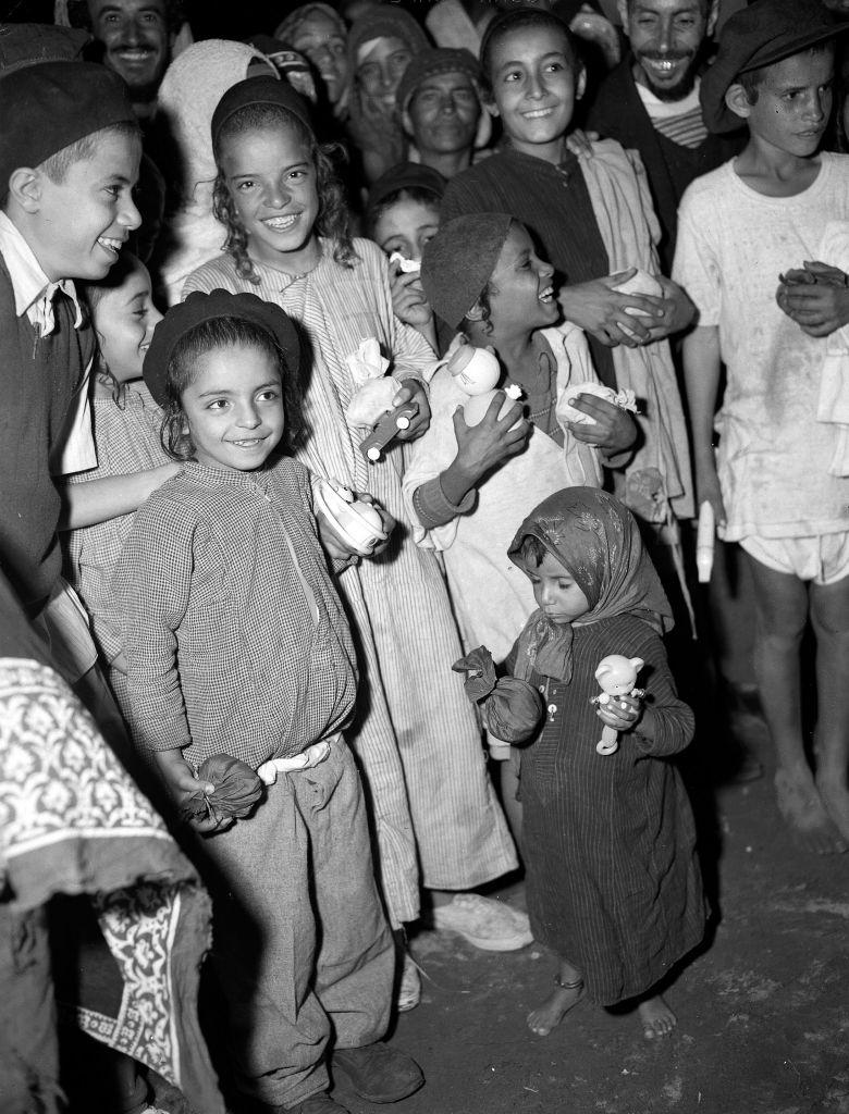 Yemenite Jewish children and their toys in the Hashed camp near Aden, Yemen. 1949. (David Eldan/GPO photo archive)