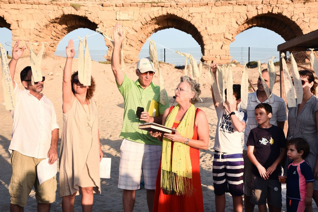 Rabbi Ayala Samuels leads worship with congregants of Tfillat Ha'adam in the Israeli beachside city Caesarea. (Israeli Reform Movement)