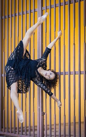 Eliana Girard has been a professional dancer since she is 17 years old, and came to Israel on Birthright in order to further examine her Jewish heritage (Courtesy Eliana Girard, a dancer who was worked with Cirque du Soleil and Taylor Swift, at the Western Wall with Birthright (Courtesy AtlasWon - Dyson)