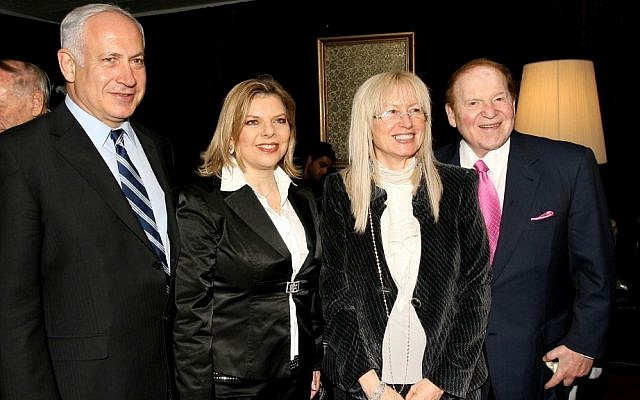 American billionaire Sheldon Adelson (R) and his wife Miriam meet then-head of the opposition Benjamin Netanyahu and his wife Sara Netanyahu at the Israeli Presidential Conference in Jerusalem. May 13, 2008. (Anna Kaplan /Flash90/File)