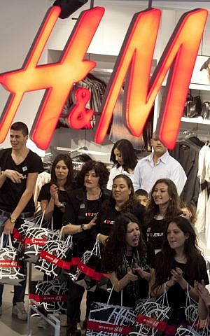 H&M employees at the opening of the Jerusalem store of the Swedish retailer, one week after the Tel Aviv store, in March 2010 (David Vaaknin/Flash 90)