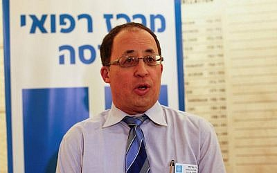 Doctor Yuval Weiss, director of Hadassah Hospital Ein Kerem speaks during a press conference on January 12, 2013. (Yonatan Sindel/Flash90)