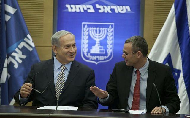 Prime Minister Benjamin Netanyahu (L) and Likud MK Yariv Levin (R), at a Likud-Beytenu faction meeting at the Knesset on May 19, 2014. (Flash 90)