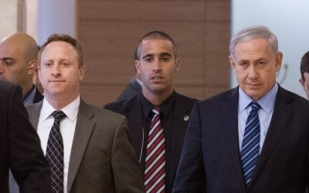 Prime Minister Benjamin Netanyahu (R) and his then-chief of staff Ari Harow (left)arrive at a Likud faction meeting in the Knesset, November 24, 2014. (Miriam Alster/Flash90)