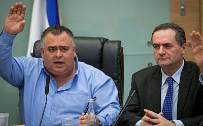 Coalition Chairman David Bitan seen with Transportation Minister Yisrael Katz (R) during a Knesset committee meeting in the Knesset, on March 23, 2016 (Yonatan Sindel/Flash90)
