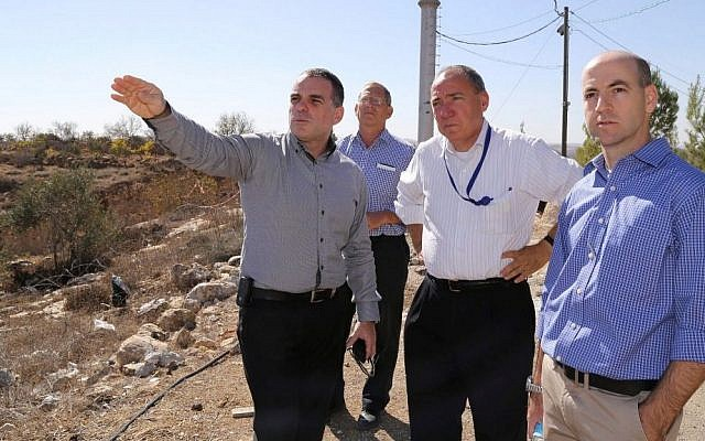 Regional council chairman Oded Revivi (L) tours with Foreign Ministry Director-General Yuval Rotem (2nd-R) tours in the West Bank settlement of Efrat on November 8, 2016. (Gershon Elinson/Flash90)