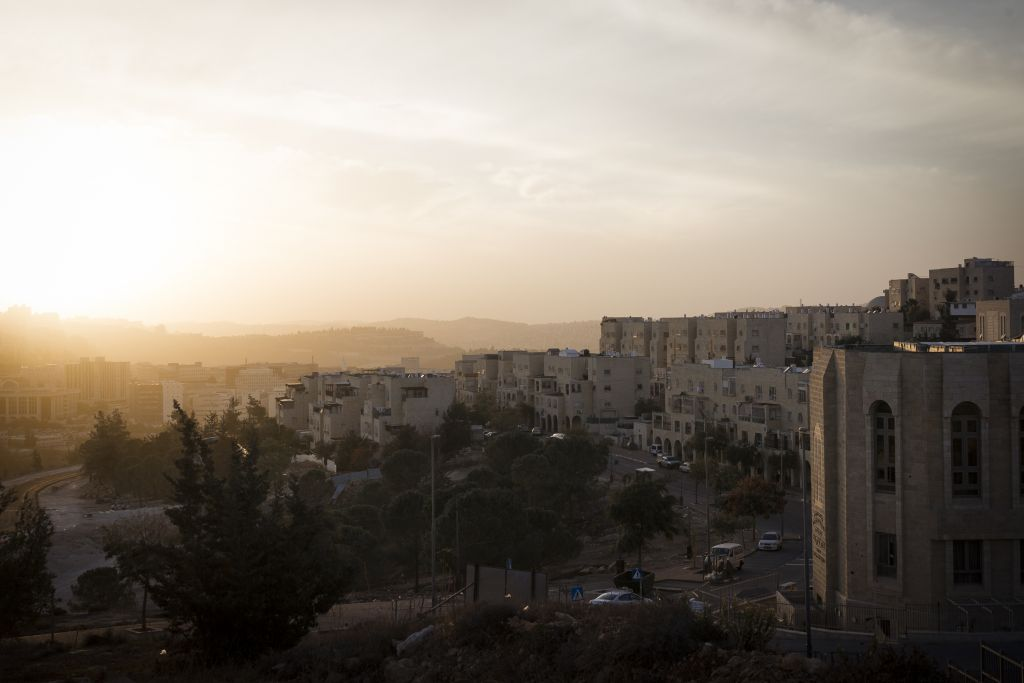 Sunset over Ramat Shlomo on November 21. 2016. In December the Israeli Planning and building committee approved a plan to build 566 new units in Ramat Shlomo, Ramot and Pisgat Ze'ev. (Sebi Berens/Flash90)
