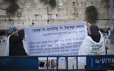 Ultra Orthodox women protest against the Women of the Wall movement hold Rosh Hodesh prayers at the Western Wall in Jerusalem Old City, December 1, 2016. (Hadas Parush/Flash90)