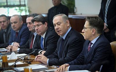 Prime Minister Benjamin Netanyahu leads the weekly cabinet meeting at the Prime Minister office in Jerusalem on January 1, 2017. (Alex Kolomoisky/Pool)