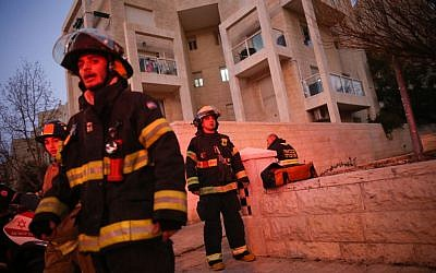 The scene of a deadly apartment fire in Jerusalem on January 1, 2017. (Yonatan Sindel/Flash90)