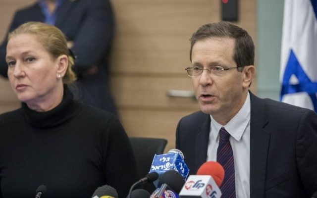 Leader of the opposition Isaac Herzog (R) and Zionist Union parliament member Tzipi Livni attend a Zionist Union party meeting in the Knesset on January 9, 2017. (Yonatan Sindel/Flash90)