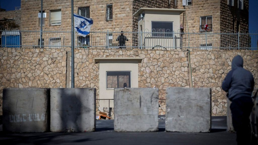 Israeli Border Police officers guard near a road block at the entrance to the East Jerusalem neighborhood of Jabel Mukaber on January 09, 2017. (Yonatan Sindel/Flash90)
