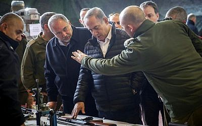 Prime Minister Benjamin Netanyahu and Defense Minister Avigdor Liberman visit the headquarters of the IDF's Judea and Samaria Division, near the Israeli settlement of Beit El in the West Bank. January 10, 2017. (Hadas Parush/Flash90)