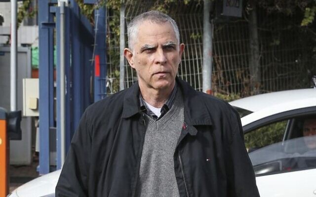 Publisher and owner of the Yedioth Ahronoth newspaper Arnon 'Noni' Mozes arrives for questioning at the Lahav 433 investigation unit in Lod, January 15, 2017. (Koko/Flash90)