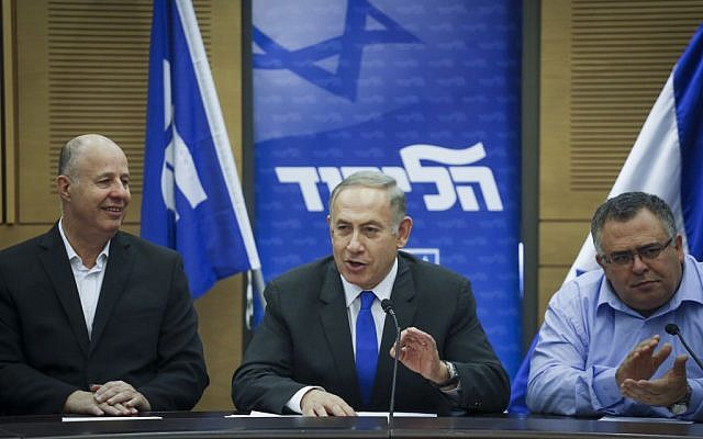Israeli prime minister Benjamin Netanyahu (C) leads a Likud faction meeting in the Knesset, January 16, 2017. (Yonatan Sindel/Flash90)