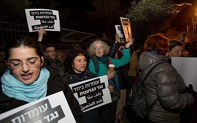 Israelis attend a protest against the demolition of homes in the Bedouin village of Umm al-Hiran in the Negev desert, Southern Israel, outside the Prime Minister's Office in Jerusalem , on January 18, 2017. (Yonatan Sindel/FLASH90)