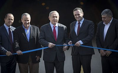 Prime Minister Benjamin Netanyahu (C) and Transportation Minister Yisrael Katz (2R) attend an opening ceremony for the new Harel tunnels on the main Tel Aviv-Jerusalem highway on January 19, 2017. (Photo by Yonatan Sindel/Flash90)