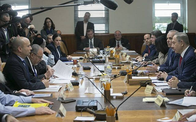 Israeli Prime Minister Benjamin Netanyahu leads the weekly cabinet meeting at the Prime Minister's office in Jerusalem on January 29, 2017. (Ohad Zwigenberg/POOL)