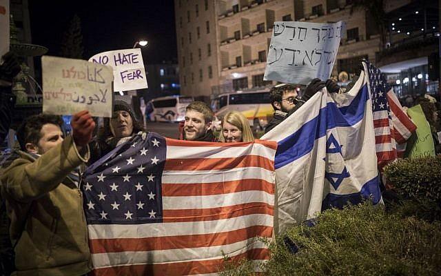 Protesters holding placards during near the Prime minister residence in Jerusalem against Trump's recent anti-refugee and anti-migrant Executive Orders, January 29, 2017. (Yonatan Sindel/Flash90)