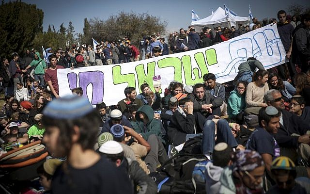 Israeli settlers protest the planned eviction of the Amona outpost, in front of the Knesset, January 30, 2017. (Hadas Parush/Flash90)
