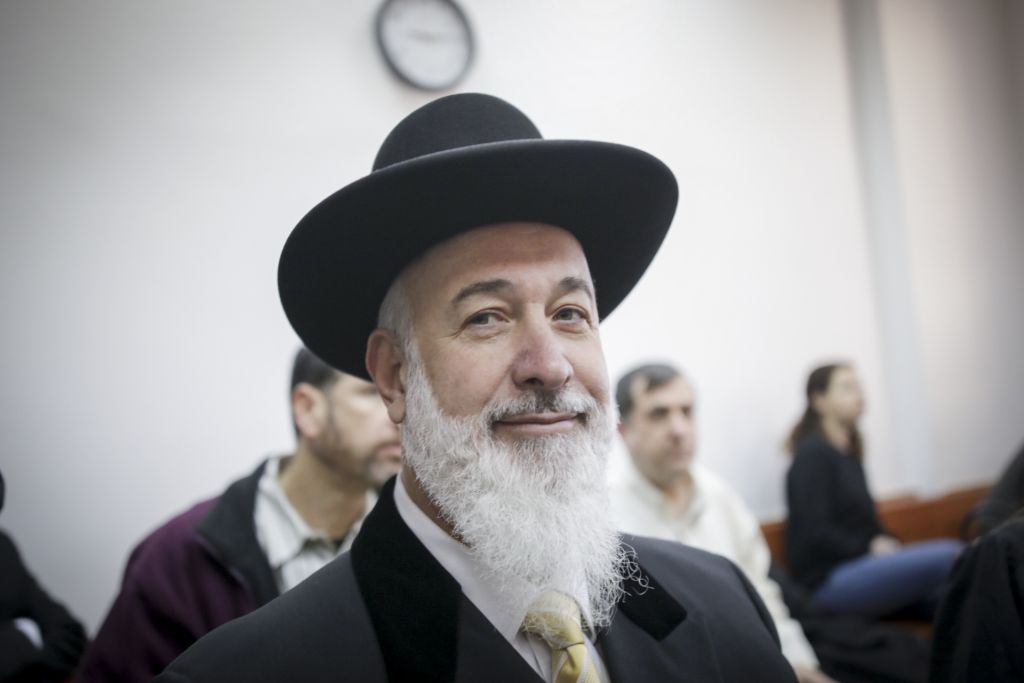 Former Israel chief rabbi Yona Metzger at the Jerusalem District Court on Monday, January 30, 2017 (Yonatan Sindel/Flash90)