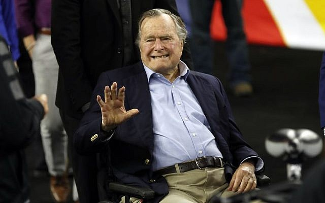 Former President George H. W. Bush waves as he arrives at NRG Stadium before the NCAA Final Four tournament college basketball semifinal game between Villanova and Oklahoma in Houston, April 2, 2016. (AP Photo/David J. Phillip)