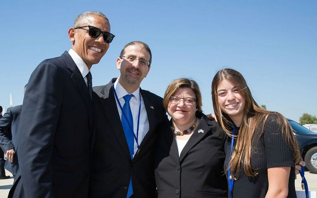 Dan Shapiro, Julie Fisher and Liat Shapiro accompany President Obama to Air Force One after the funeral of Shimon Peres, September 30, 2016. (US Embassy Tel Aviv)
