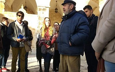 Archaeologist Gabriel Barkay (right) talks with American university students from UCLA on the Temple Mount on January 1, 2017. (Ilan Ben Zion/Times of Israel)