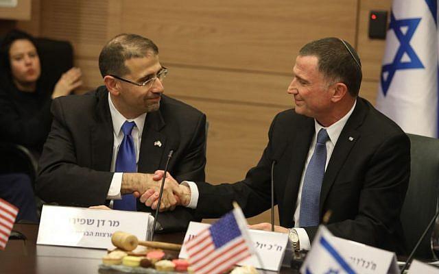US ambassador to Israel Dan Shapiro and Knesset Speaker Yuli Edelstein in the Knesset on January 17, 2017 (Knesset spokesperson's office/Yitzhak Harari)