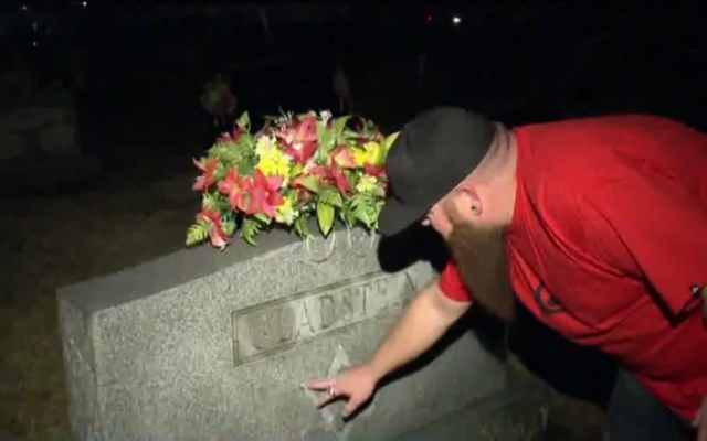 A headstone of a Jewish couple found vandalized with anti-Semitic graffiti in Scottsburg, Indiana. January 2, 2017. (Screen capture: WHAS11)
