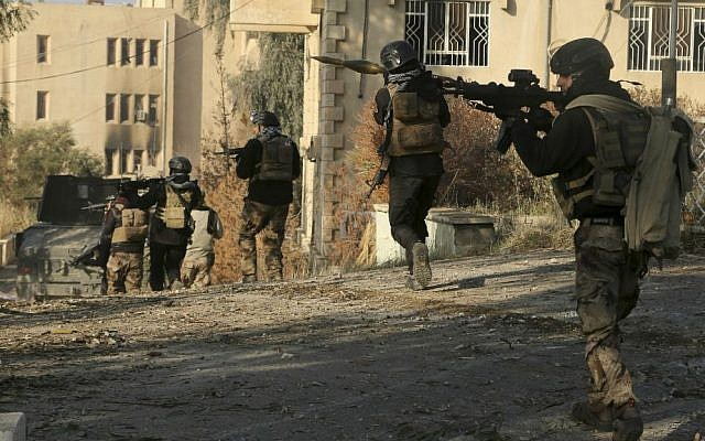 Iraqi special forces advance inside Mosul University grounds, during fighting against Islamic State in the eastern side of Mosul, Iraq, Saturday, Jan. 14, 2017. (AP Photo/Khalid Mohammed)