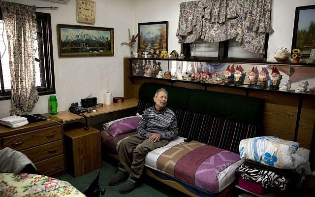 Holocaust survivor Ernest Weiner, 92, sits in his house in the central Israeli city of Bat Yam on Jan. 24, 2017. (AP Photo/Sebastian Scheiner)