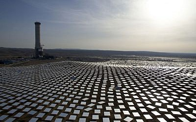 50,000 mirrors, known as heliostats,encircle the solar tower in the Negev desert, near Ashelim, southern Israel, December 22, 2016. (AP/Oded Balilty)