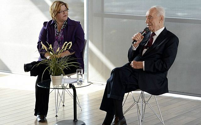 Julie Fisher interviews Shimon Peres at Diplomatic Spouses of Israel event at Peres Center for Peace, November 2014. (Matty Stern/US Embassy)