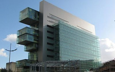 A photograph of the new Manchester Civil Justice Center from Bridge Street (Public domain Skip88, Wikimedia commons)