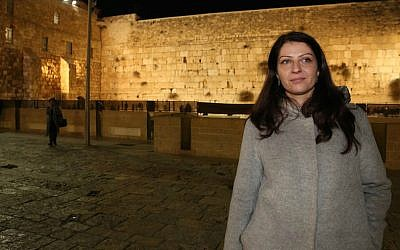 Muna Duzdar, whose position in Austria is equivalent to deputy foreign minister, visiting the Western Wall in Jerusalem, January 6, 2017. (Uri Ishay/JTA)