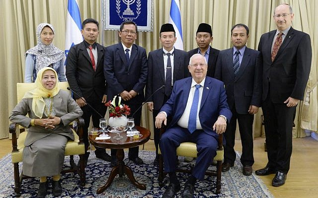 President Reuven Rivlin meets with a delegation of Muslim leaders from Indonesia at his residence in Jerusalem, January 13, 2017. (Mark Neiman/GPO)