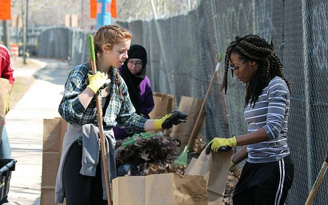 An interfaith student group from Northeastern University helps restore parkland around Boston, Massachusetts, 2016. (Courtesy of Emerald Necklace Conservancy)