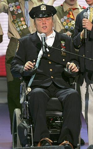 New York Police Officer Steven McDonald recites the Pledge of Allegiance before the morning session of the Republican National Convention at Madison Square Garden in New York, August 30, 2004. (AP/J. Scott Applewhite)
