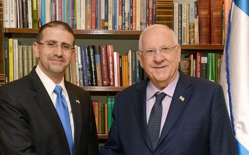 US ambassador to Israel Dan Shapiro meets with President Reuven Rivlin on January 17, 2017 (Mark Neiman/GPO)