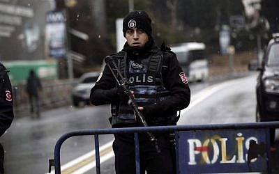 Turkey detains 12 Islamic State suspects, seeks 8 others