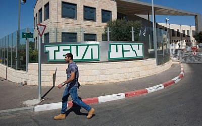 An Israeli worker leaves Israeli pharmaceutical company Teva Industries in Jerusalem, Israel, 11 October 2013. (Yonatan Sindel/Flash90)