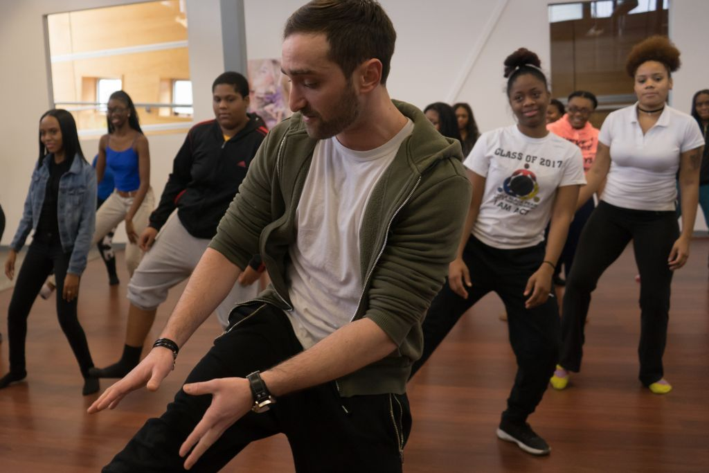 Yossi Chaikin, a member of the 'Hamilton' troupe, teaches a workshop at the Little Black Pearl in Chicago. (Ronit Bezalel/Times of Israel)