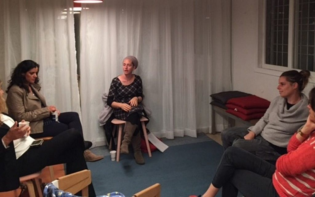 Mothers in Tel Aviv meet for an Ayeka 'Soulful Parenting' workshop, February 2016.  (Courtesy)