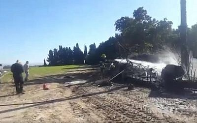 Wreckage of a burning plane which crashed at Ein Vered airfield January 6, 2017 (Screen capture: Twitter)