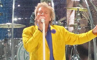 Rod Stewart performing in  Hamburg, Germany in October 2013. The singer will perform on June 14 in Tel Aviv (CC BY-SA Wikimedia commons)